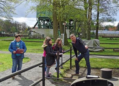 Foto zur Meldung: Schüler drehen im Erdölmuseum