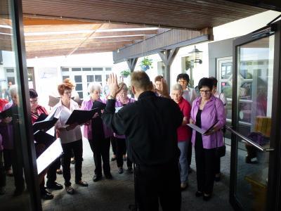 Foto zur Meldung: 80.Geburtstag Ständchen für Elfriede