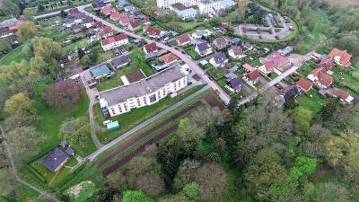 Vorschaubild zur Meldung: Das Dahlienbeet am Pflegeheim in Bad Sülze wurde bepflanzt