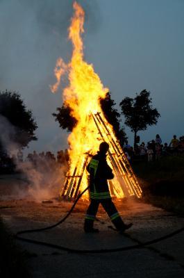 Vorschaubild zur Meldung: Bilder vom Johannisfeuer online!