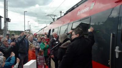 """Vorschaubild zur Meldung: Presseinformation -  Zug der RegionalExpress-Linie 7 erhält den Namen ,,Borkheide"""""""