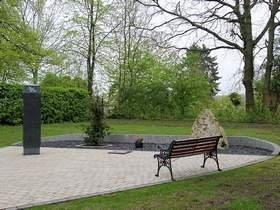 Vorschaubild zur Meldung: Pietätvolle Anlage ersetzt den Urnenhain