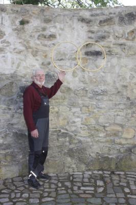 Vorschaubild zur Meldung: Goldene Ringe schmücken Minneturm