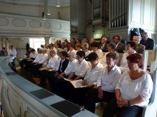 Foto zur Meldung: Chor und MGV bereichert Goldenene Konfirmation musikalisch