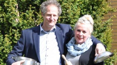 """Sie sind ein Team für die Aktion """"Kultur gut stärken"""". Vereinsvorsitzende Andrea Weinke- Lau und Schauspieler Ullrich Gall"""