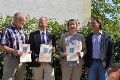 Dr. Jürgen Beyer (Schulleiter der Graf von Arco-Schule), Nauens Bürgermeister Detlef Fleischmann, Bildungsdezernentin Elke Nermerich und Oliver Kratzsch (v. l.)