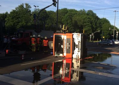 Foto zu Meldung: Einsatzspitze mit dramatischen Folgen forderte Feuerwehr und Rettungsdienst am frühen Abend