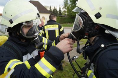 Foto zur Meldung: Brandbekämpfung - Mehrfamilienhaus