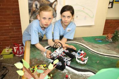 Foto zur Meldung: Silberplatz für Ida Weinrich – Sonderlob für Lego-Tüftlerin beim Regionalentscheid