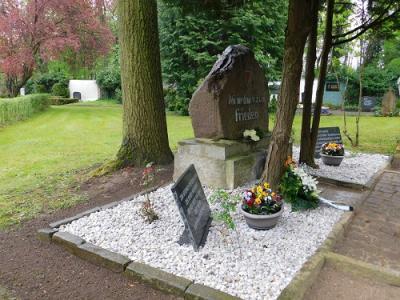 Foto zu Meldung: Zwei Kriegsdenkmäler im OT Hoym/Anhalt erneuert