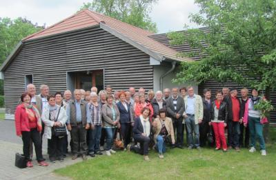 Alumni vor dem Museumsgebäude in Möglin