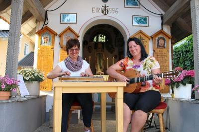 Foto zur Meldung: Letzte stimmungsvolle Maiandacht an der Schedlbauer Kapelle am Pfahl