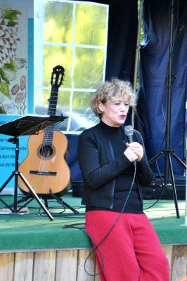 Foto zu Meldung: Barbara Thalheim - Kleines Konzert auf dem Museumshof