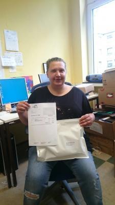 Rebobuch-Mitarbeiterin Miriam Lange hatte die Ehre die allererste Büchersendung zu verschicken.