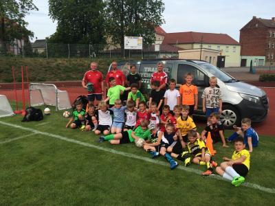 Foto zur Meldung: DFB Mobil zu Gast bei den F-Junioren des ESV