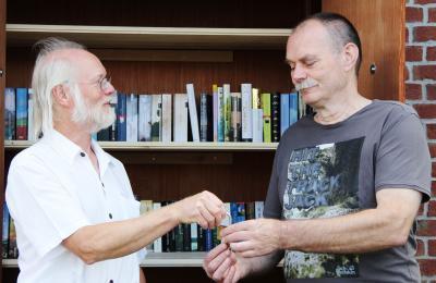 Foto zur Meldung: Möge das Lesen beginnen – Büchertauschhütte eingeweiht