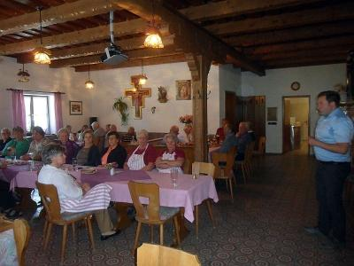 Foto zur Meldung: Bürgermeister Eckl bei den Senioren