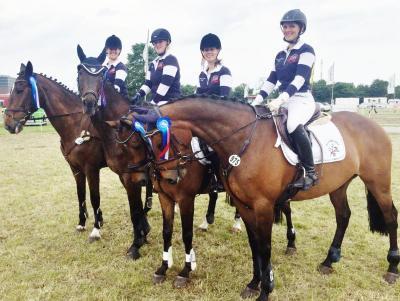Foto zur Meldung: Es bleibt spannend – Reiterinnen weiter Trophy-Achte