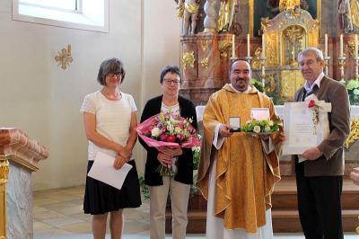 Foto zur Meldung: Große Auszeichnung für 25 Jahre Kirchenpfleger