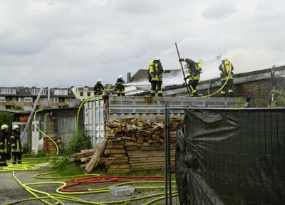 Foto zu Meldung: Ausgedehntes Feuer in einer Gewerbeeinheit in Zollstock