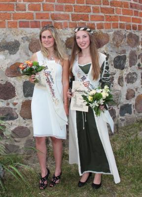 Vize-Burgfräulein Sarah Grandtke und Burgfräulein Vanessa Köch