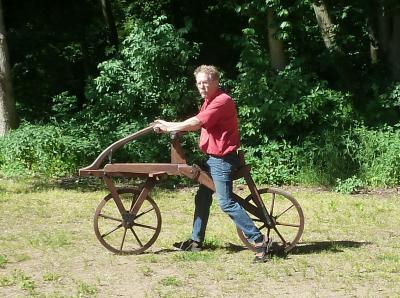 Foto zu Meldung: Laufrad von Drais im Nachbau