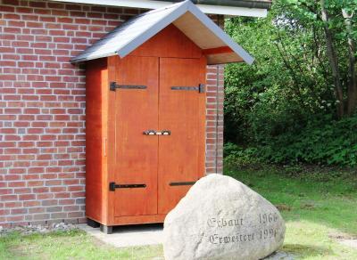 Vorschaubild zur Meldung: Tür zu? - Aber die Büchertauschhütte ist offen!