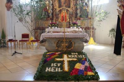 Foto zur Meldung: Feierliche Fronleichnamsprozessionen in der Pfarreiengemeinschaft Moosbach, Prackenbach/Krailing