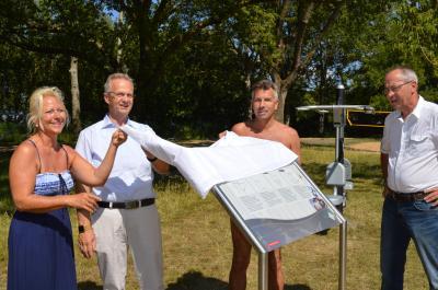 Das Ehepaar Prate aus Finkenkrug waren die ersten offiziellen Gäste des Fitnesspfades, der am Montag von Bürgermeister Fleischmann (2. v. l.) und DLG-Chef Zieris (r.) eingeweiht wurde.