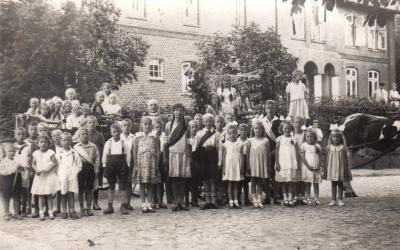 Foto zur Meldung: Vor 80 Jahren: Kindervogelschießen 1937 in Schmalensee