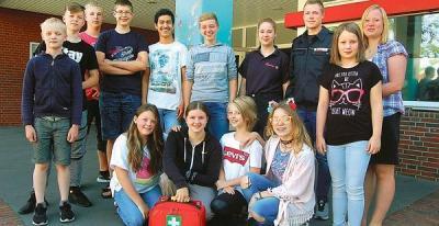 """Erfolgreich: Bei der Veranstaltung """"Hand aufs Herz"""" in Bremen zeigten die Schulsanitäter der Oberschule Garrel starke Leistungen und belegten bei ihrer ersten Teilnahme mit einem Team sogar den ersten Platz. """" Bild: Hubert Looschen"""
