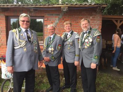 Foto zur Meldung: Besuch beim Schützenfest in Neuland