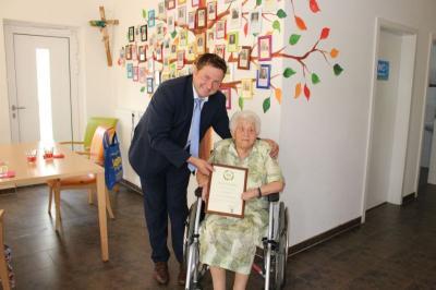 Foto zu Meldung: Zum 95. Geburtstag von Franziska Vogl