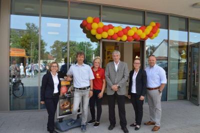 Bürgermeister Heiko Müller beglückwünschte das Team der Netto Marken-Discount AG & Co.KG zum Verkaufsstart