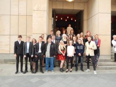 """Foto zu Meldung: Opernbesuch """"Komische Oper"""" Klasse 10 mit Lehrern"""