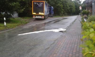 Foto zur Meldung: Diesel ausgelaufen – Feuerwehr verhindert Umweltschaden