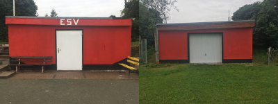 Gerätehaus mit neuem Anstrich in den Vereinsfarben