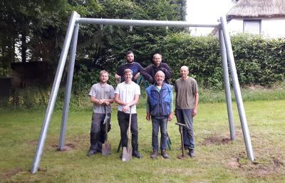 Foto zur Meldung: Neue Schaukel in Pohnsdorf aufgebaut!