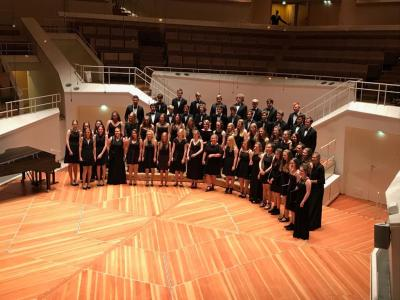 Foto zur Meldung: Chor I im Kammermusiksaal der Philharmonie