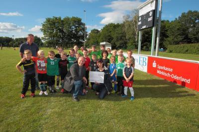 Foto zur Meldung: Sparkasse fördert Jugendfussball