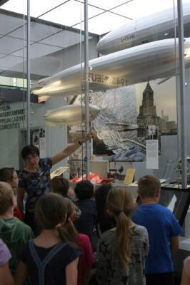 Foto zur Meldung: Autorenlesung und Zeppelinmuseum