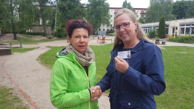 Vorschaubild zur Meldung: Stadt begrüßt neue Spielplatzpatin Ina Siegel
