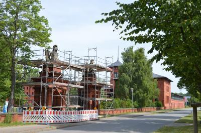 Der Zahn der Zeit nagte bereits am Oranienburger Tor in Groß Behnitz.