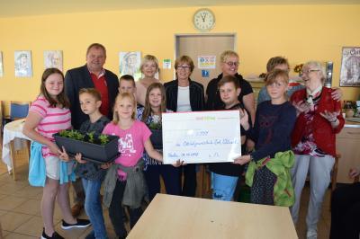 Foto zur Meldung: 3.000 € für Projekt Jung und Alt