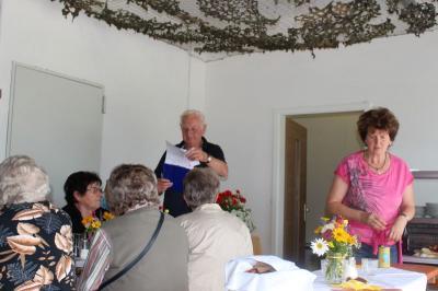 Foto zur Meldung: Grillfeier bei den Senioren