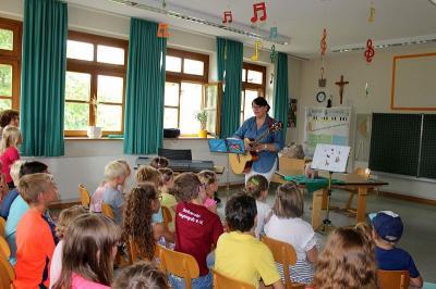 """Foto zur Meldung: """"Winnies Abenteuer"""" – Autorenlesung mit Spiel und Gesang"""