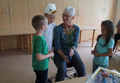 Vorschaubild zur Meldung: Kita Harsbergknirpse verabschiedet ihre Erzieherin Hannelore Lippold