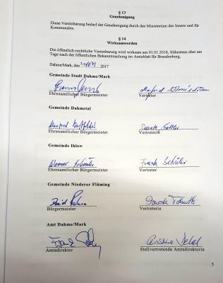 Vorschaubild zur Meldung: Unterzeichnung der Öffentlich-rechtliche Vereinbarung über den Beitritt der Gemeinde Niederer Fläming zum Amt Dahme/Mark