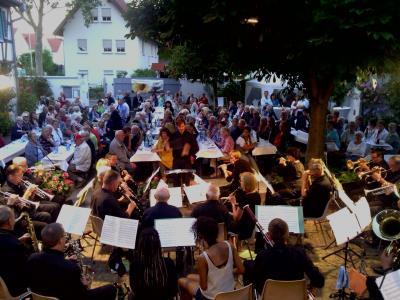 Vorschaubild zur Meldung: Live im Hof: Serenadenkonzert des Musikvereins am 15.08.2017