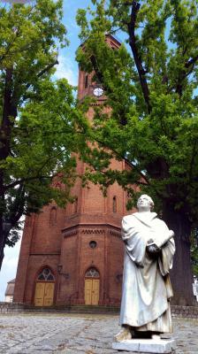 Luther vor der Niemegker Kirche
